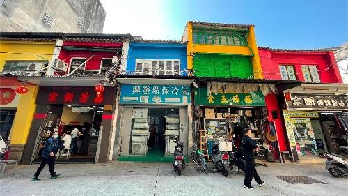 """十月初五街""""彩虹屋""""完成美化, 營造打卡點助""""特色店""""開拓商機"""