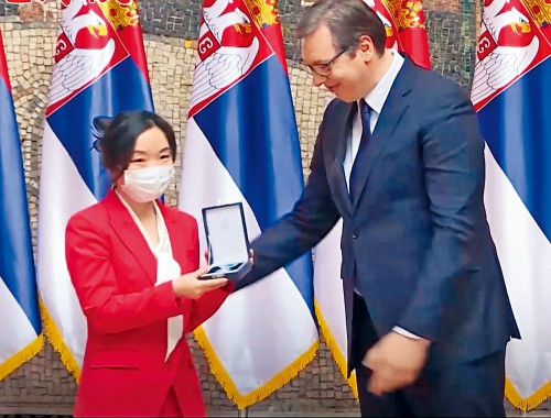 塞爾維亞總統向中國專家授勳